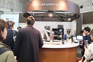完全無人で3種類のコーヒーが提供できるロボットカフェ