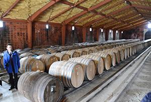 ウイスキーを貯蔵・熟成する貯蔵庫(宮城峡蒸溜所)