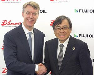 Blommer社・ピーター・ブラマー社長(左)と不二製油グループ本社・清水洋史社長