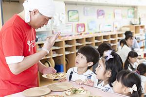 全国各地で米粉ピザの焼いて提供する食育イベントも実施