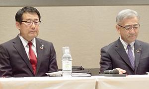 8日付で社長に就任の永松文彦セブン―イレブン・ジャパン副社長(左)と、井阪隆一セブン&アイ・ホールディングス社長