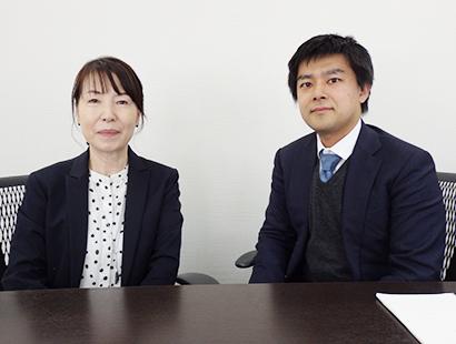 川野裕介新社長(右)と出嶋美智子新会長兼顧問
