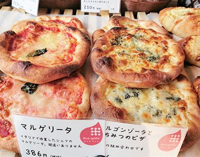 人気のピザパン、本格的な味で売れ行き好調