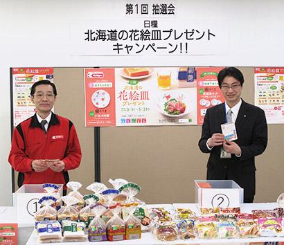 信田紀生常務取締役(左)と藤井茂則商品開発部長