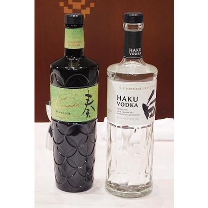 ジャパニーズクラフトウオツカ「HAKU」(右)と「奏 Kanade(かなで)抹茶」
